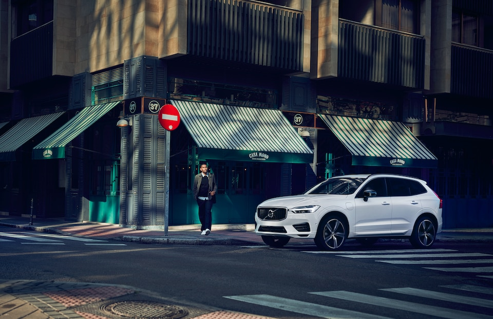 2019 Volvo XC60 R-Design Driving in Macon, GA