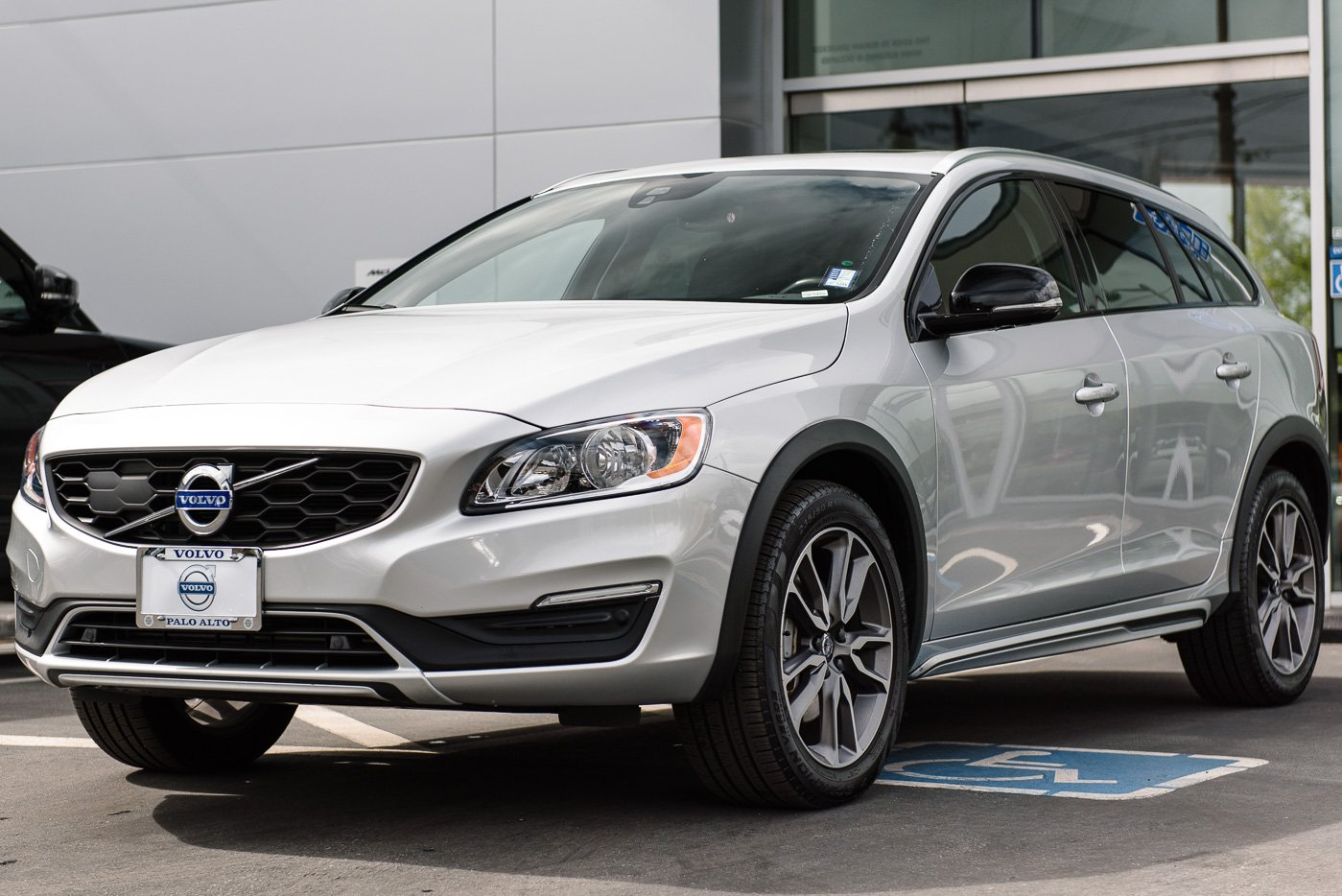 Used 2018 Volvo V60 Cross Country T5 AWD Wagon for Sale in Palo Alto, CA