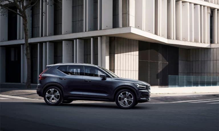 Volvo XC40 driving in a city