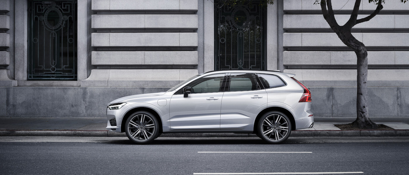 New 2021 Volvo XC60 parked outside of a building