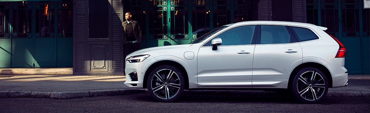 New Volvo XC60 R-Design in the city