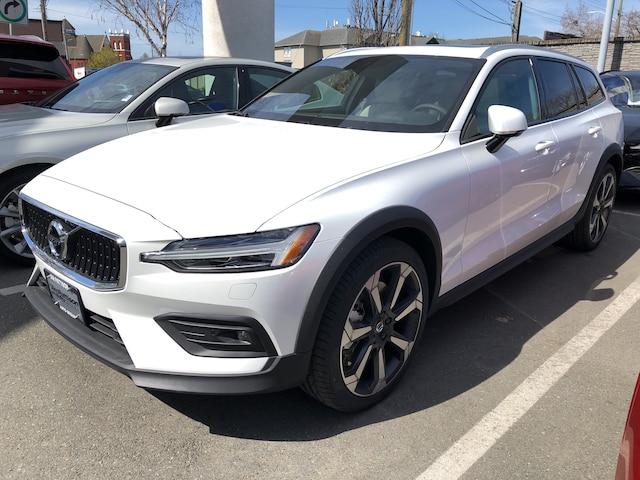 2019 Volvo V60 Cross Country T5 Momentum Wagon