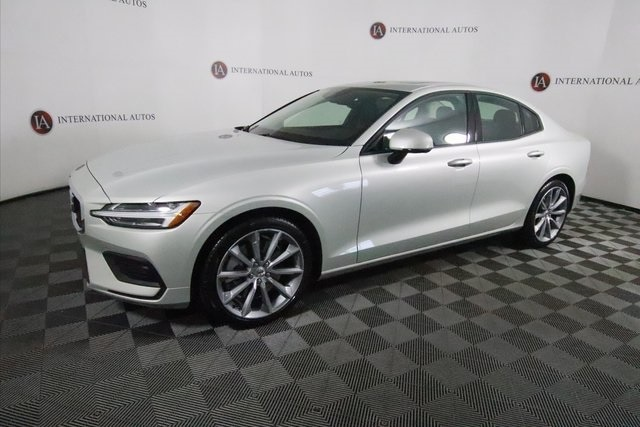 pre-owned 2019 Volvo S60 T6 Momentum Sedan for sale in Orland Park, near Chicago, IL