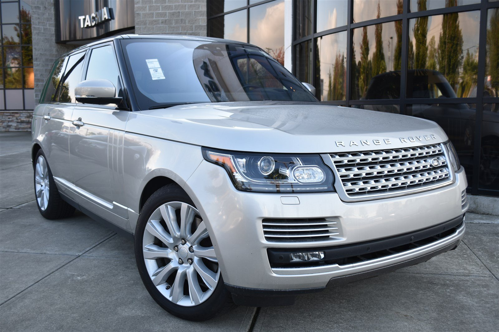 2017 Land Rover Range Rover Supercharged V8 Supercharged SWB