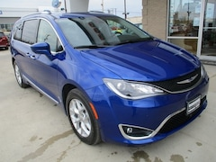 New 2019 Chrysler Pacifica for sale in Warrensburg