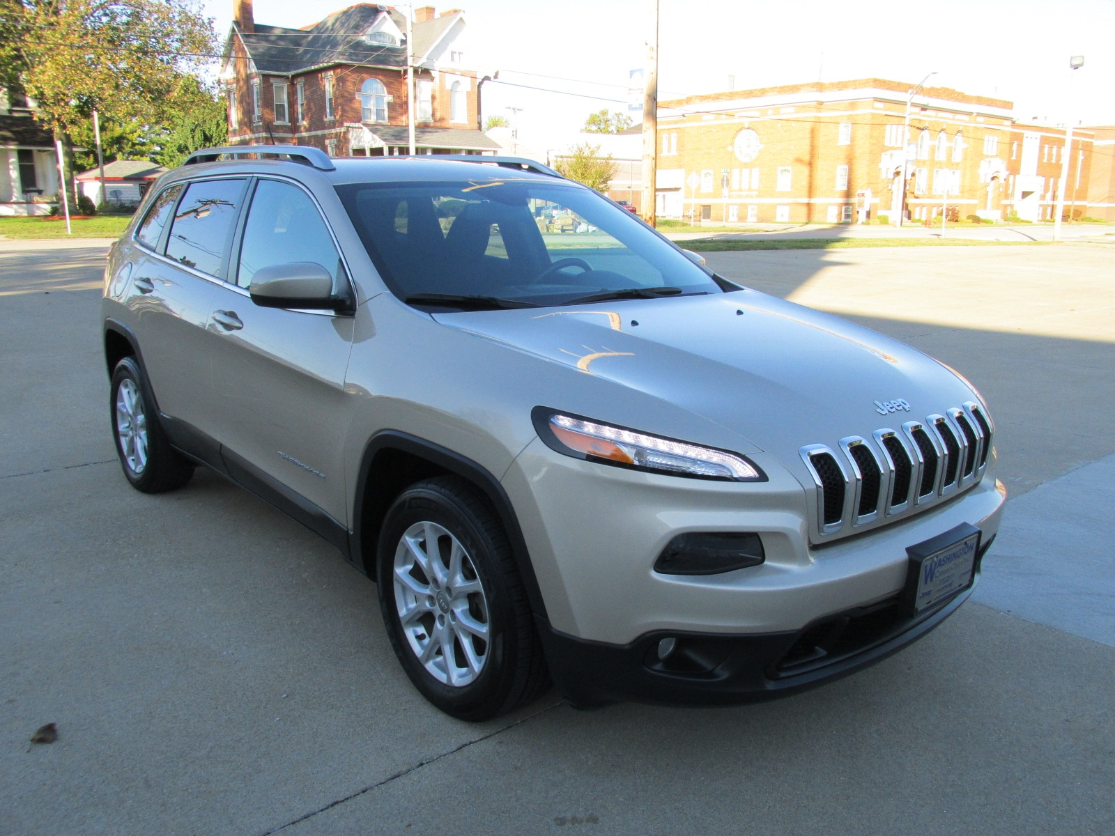 Used 2015 Jeep Cherokee Latitude FWD SUV for sale in Washington, IN