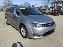 Used 2017 Chrysler Pacifica Touring-L Van for sale in Washington, IN