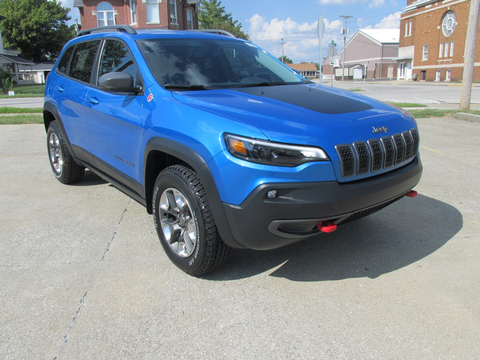 New 2019 Jeep Cherokee TRAILHAWK 4X4 Sport Utility for sale in Washington, IN