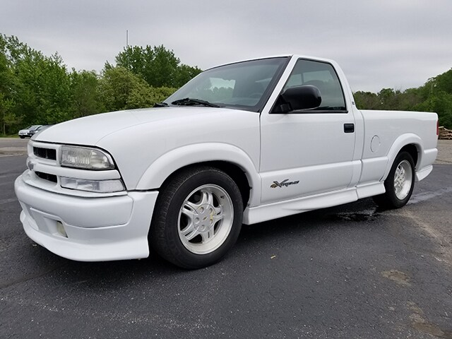 2000 Chevrolet S-10 Pickup 108 WB Long Bed Truck