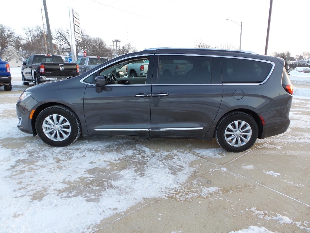 2018 Chrysler Pacifica Touring L Wagon