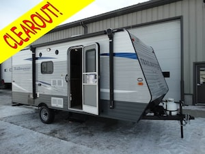 2017 GULF STREAM Trailmaster 19DS with bunks