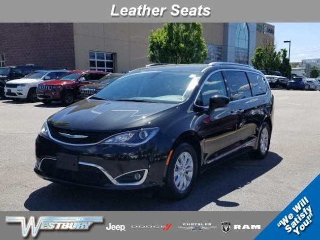 Used 2018 Chrysler Pacifica Touring L Touring L FWD in Long Island, NY