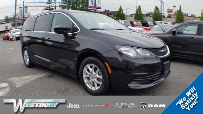 Certified Pre-Owned 2017 Chrysler Pacifica Touring Touring FWD on Long Island, NY
