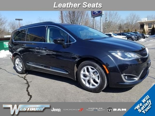 Used 2017 Chrysler Pacifica Touring-L Touring-L FWD for sale in Long Island