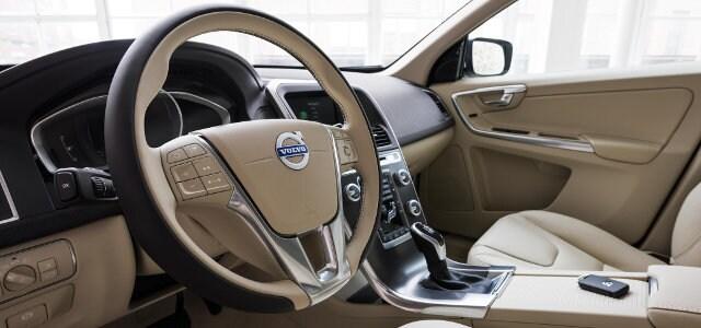 2016 Cadillac SRX vs  2016 Volvo XC60 CUV Comparison