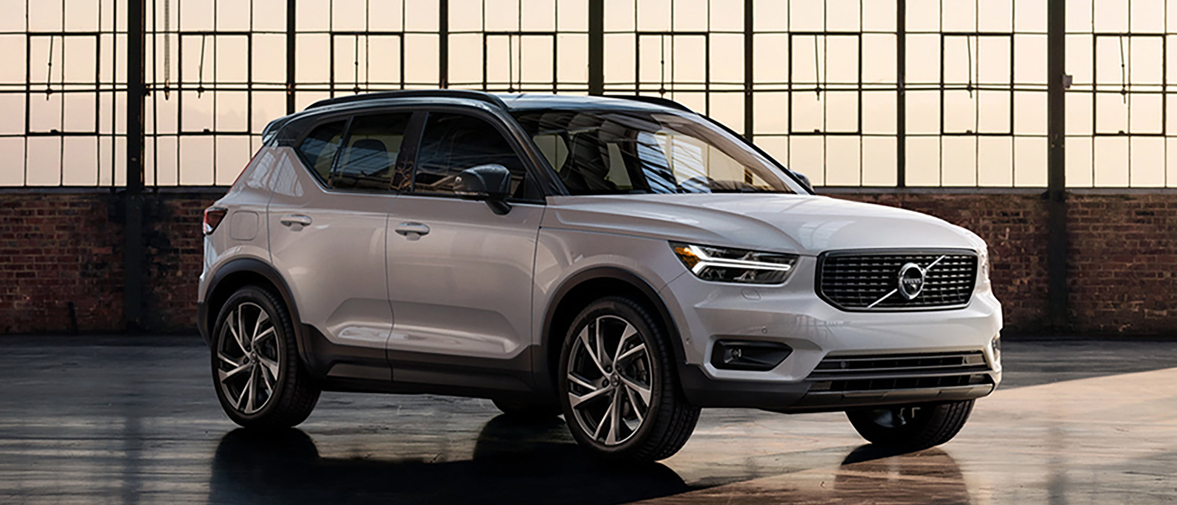 Research The New Volvo XC40 In Manchester, MO