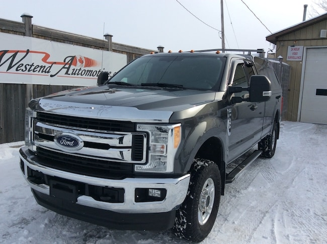 2017 Ford F-250 XLT  4X4    32000 KMS Truck