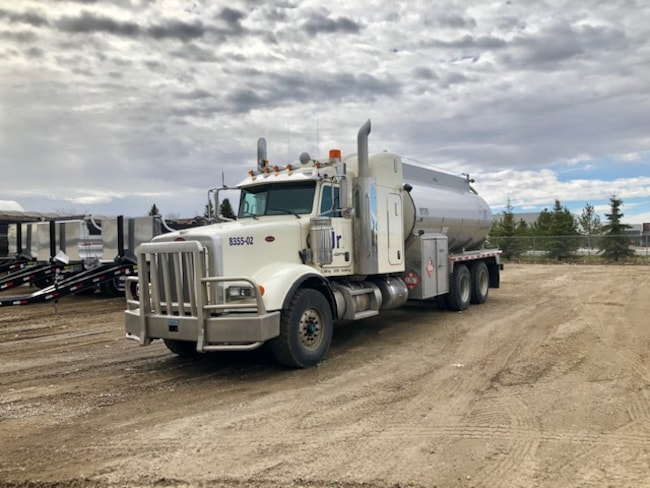 Used 2013 PETERBILT 367 in Edmonton, AB