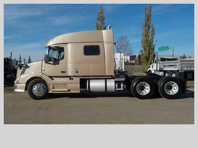 Used 2014 VOLVO VNL in Edmonton, AB