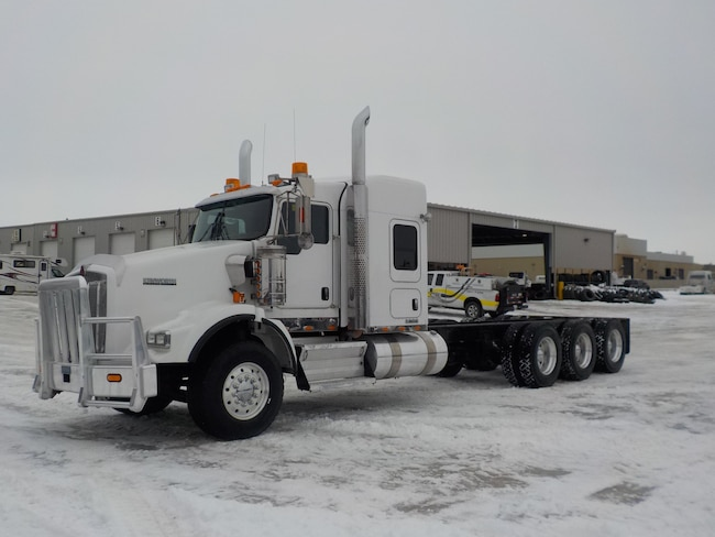 Used 2015 KENWORTH T800 in Edmonton, AB