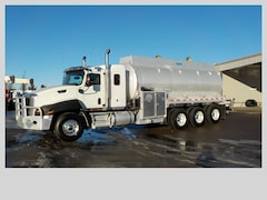 Used 2013 CAT CT660 in Edmonton, AB