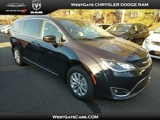 New 2019 Chrysler Pacifica TOURING L Passenger Van C32784 in Raleigh, NC