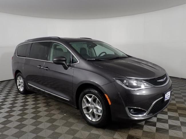 New 2019 Chrysler Pacifica TOURING L PLUS Passenger Van near Buffalo, NY