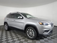 New 2019 Jeep Cherokee LATITUDE PLUS 4X4 Sport Utility JOC19547 near Buffalo, NY
