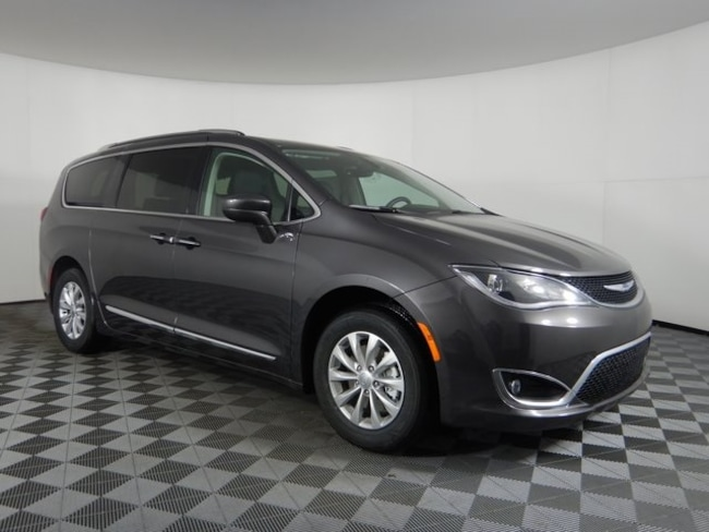 New 2019 Chrysler Pacifica TOURING L Passenger Van near Buffalo, NY