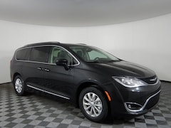 New 2019 Chrysler Pacifica TOURING L Passenger Van JOT19685 near Buffalo, NY