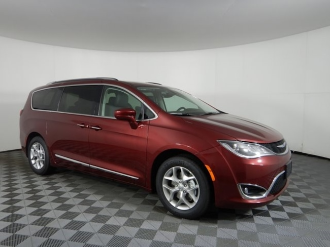 New 2019 Chrysler Pacifica TOURING L PLUS Passenger Van near Buffalo, NY