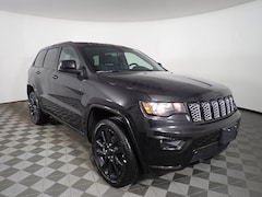 New 2019 Jeep Grand Cherokee ALTITUDE 4X4 Sport Utility JOG191334 near Buffalo, NY