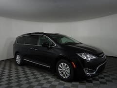 New 2019 Chrysler Pacifica TOURING L Passenger Van JOT19519 near Buffalo, NY