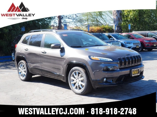 2018 Jeep Cherokee LATITUDE WITH TECH CONNECT PACKAGE FWD Sport Utility