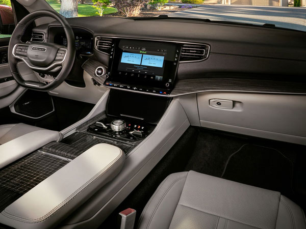 2022 Jeep Wagoneer Interior
