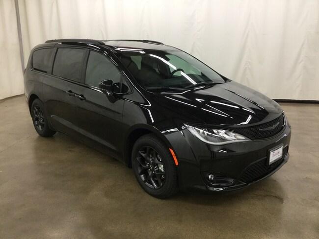 New 2019 Chrysler Pacifica TOURING L PLUS Passenger Van Barrington IL