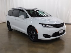 New 2018 Chrysler Pacifica LIMITED Passenger Van Barrington Illinois
