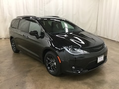 New 2019 Chrysler Pacifica TOURING L PLUS Passenger Van Barrington Illinois