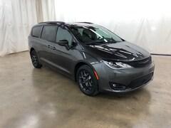 2019 Chrysler Pacifica TOURING L PLUS Passenger Van Barrington Illinois