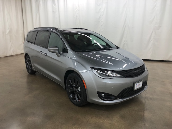 New 2019 Chrysler Pacifica TOURING L PLUS Passenger Van Barrington IL