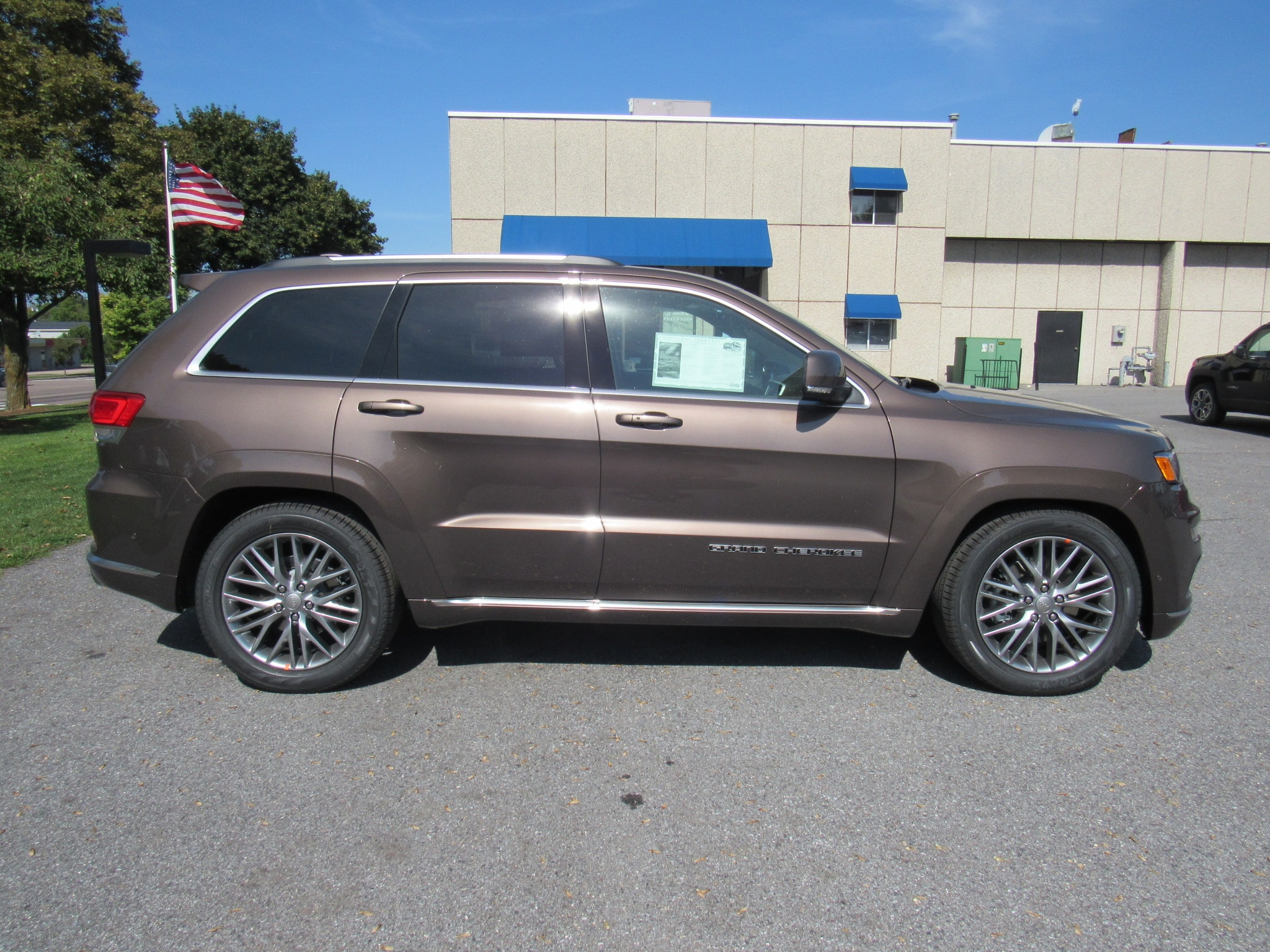 ... 2018 Jeep Grand Cherokee Overland Summit SUV ...