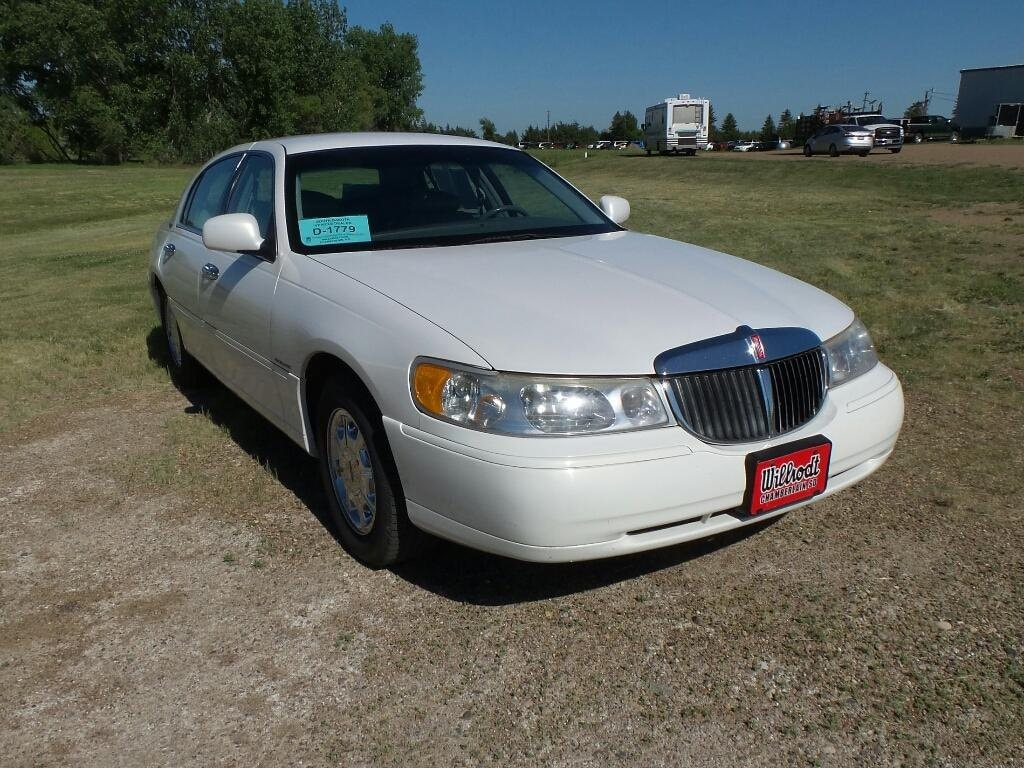 Used 1999 Lincoln Town Car For Sale at Willrodt Ford   VIN