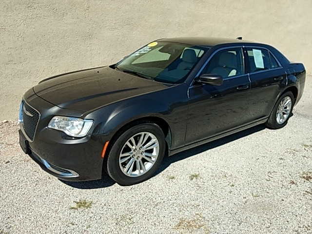 2017 Chrysler 300 Limited Sedan Rear-wheel Drive