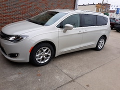 New 2019 Chrysler Pacifica TOURING L Passenger Van 1931 For sale in Clinton, IL