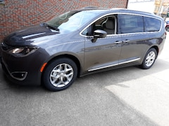 New 2019 Chrysler Pacifica TOURING L Passenger Van 1953 For sale in Clinton, IL