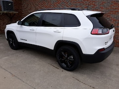 New 2019 Jeep Cherokee ALTITUDE 4X4 Sport Utility 1940 For sale in Clinton, IL