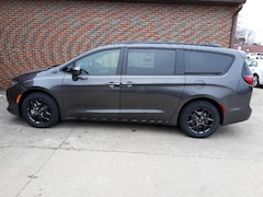 New 2019 Chrysler Pacifica TOURING L Passenger Van 1935 For sale in Clinton, IL