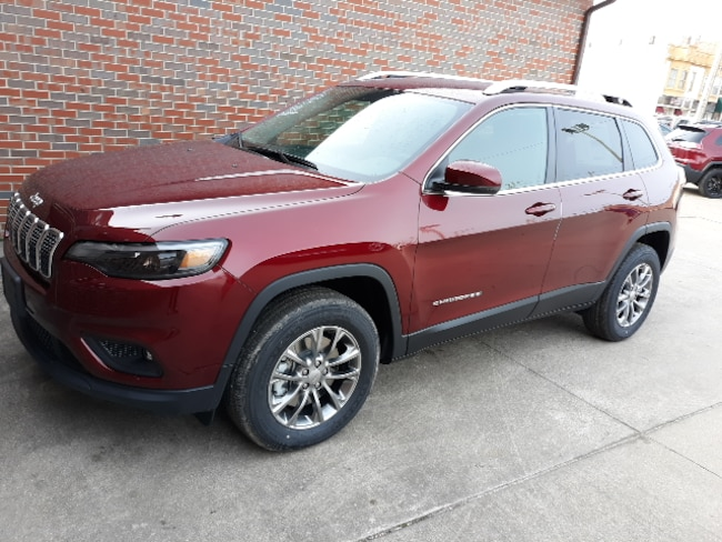 New 2019 Jeep Cherokee LATITUDE PLUS 4X4 Sport Utility for sale in Clinton, IL