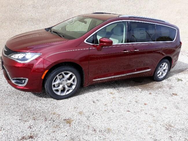 New 2019 Chrysler Pacifica TOURING L PLUS Passenger Van for sale in Clinton, IL