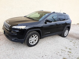 Used 2017 Jeep Cherokee Latitude 4x4 SUV 4x4 9-Speed Automatic For sale in Clinton, IL